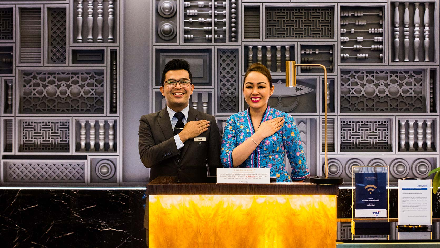 staf Malaysia airlines akan sambut anda semula